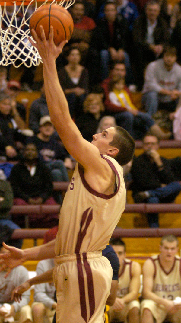 Willamette University sophomore post Sean Dart