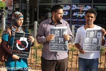 Palestinians protest in the West Bank city of Ramallah in solidarity with the five Palestinian prisoners who are still on hunger strike