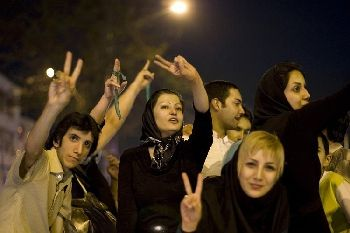 Young Iranians rally for peace