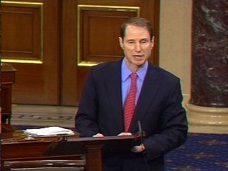 Ron Wyden making the floor speech about FISA