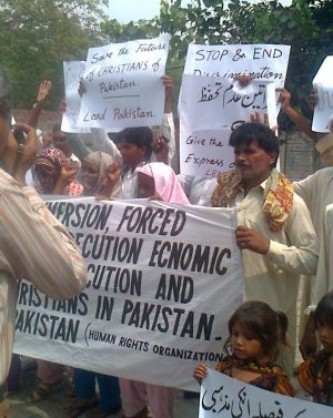 Protest for Christian servant in Pakistan