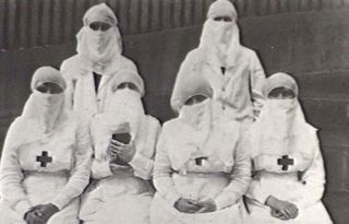 Healthcare workers during the 1918 flu