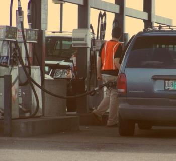 Higher gas won 39 t curb memorial weekend travelers in oregon for Oregon department of motor vehicles salem or